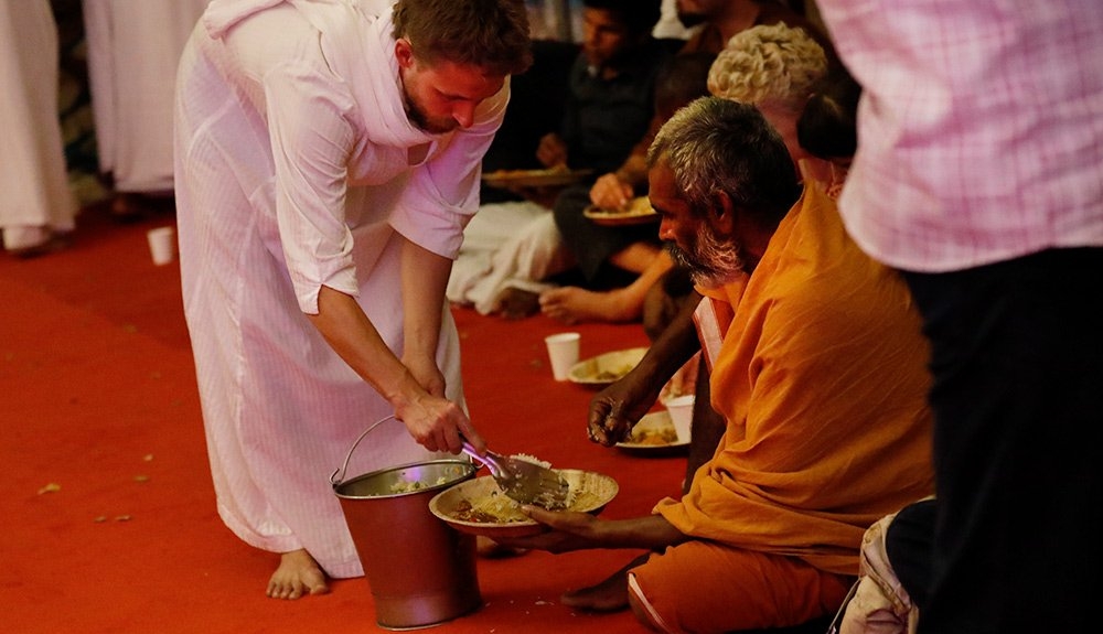 food service in the satsang in tiruvannamalai