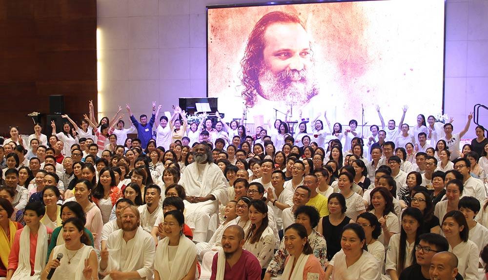 Guruji-Sri-Vast-in-Satsang-with-the-Asian-devotees