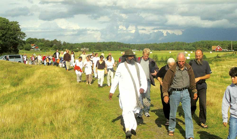 Guruji-Sri-Vast-with-Sangha-in-Sweden