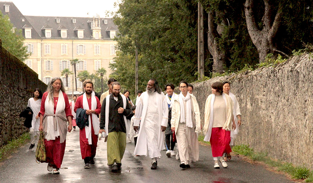 Satsang-Tour-and-Yatra-with-Guruji-Sri-Vast-in-France