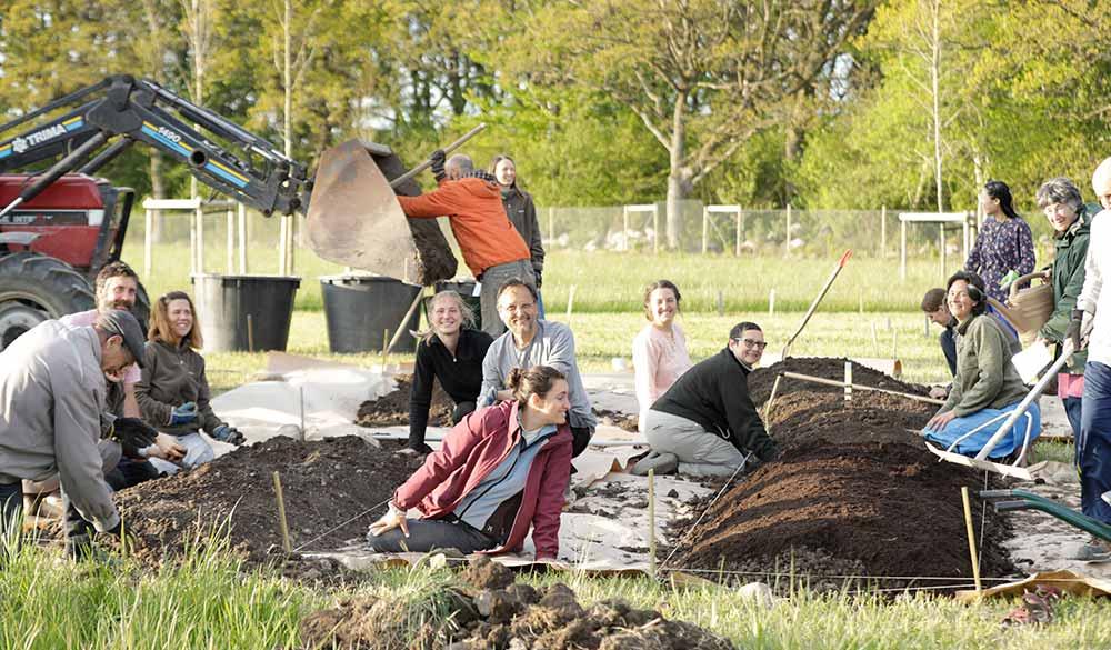 community-engagement-in-divinya-permaculture-garden
