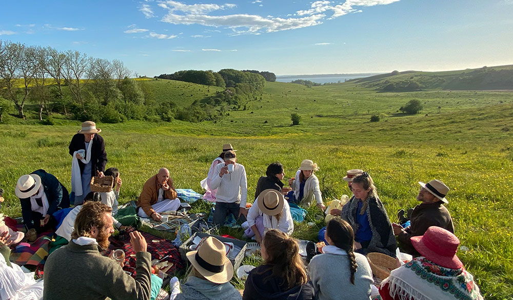 nature-picnic-with-community