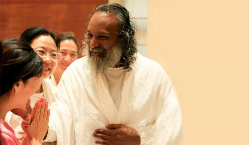 guruji with volunteer